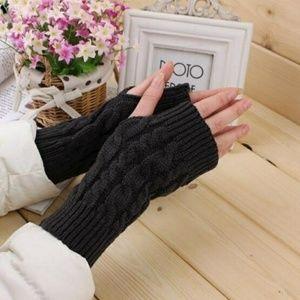 NWT Women Hand Gloves